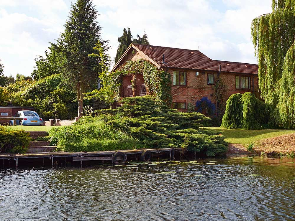 Larch & Cherry Cottages York Lakeside Lodges